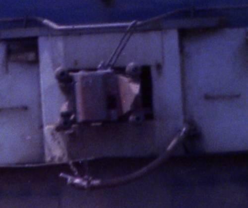 EF66形電気機関車の肘コックの位置