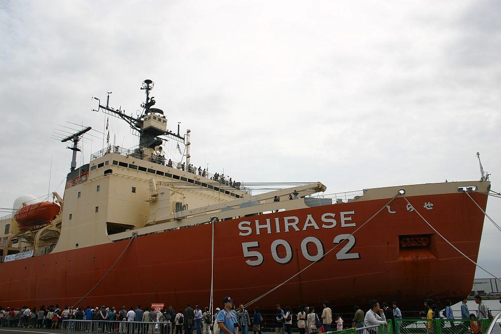 南極観測船 旧・しらせ