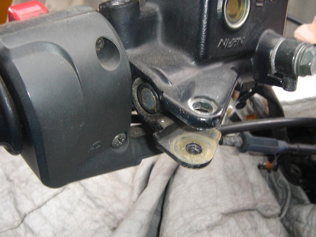 W400 ハンドル交換 ブレーキレバー取り外し