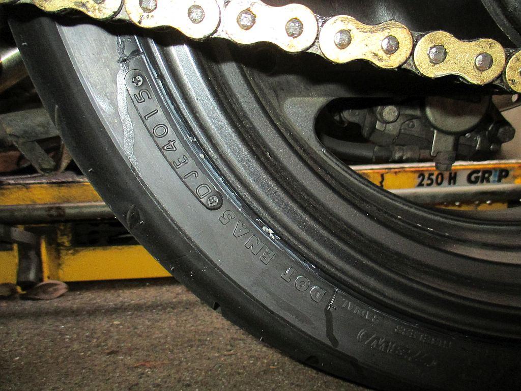 タイヤの製造年の刻印