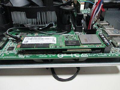 無線LANカードの上は600p Series SSD