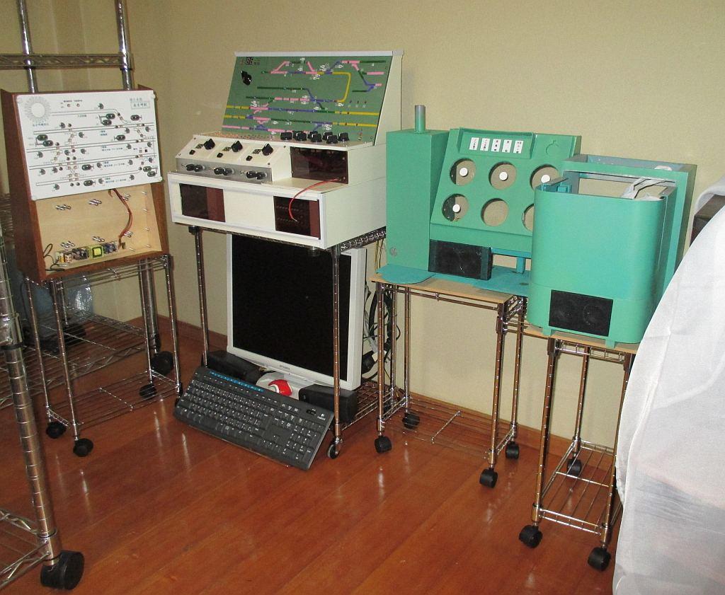 レイアウト用制御盤、電機用コントローラの台