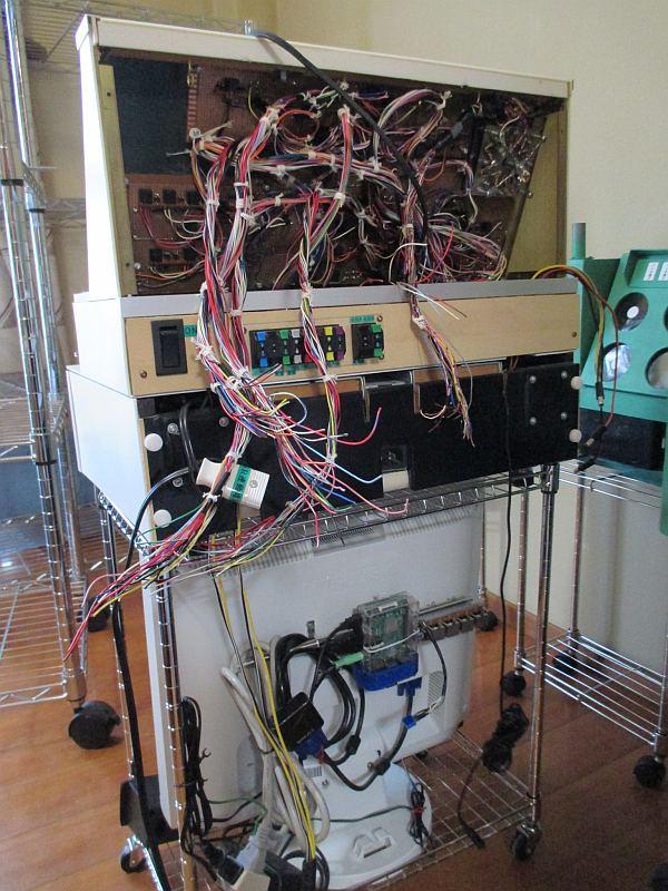 レイアウト用制御盤の台・裏面