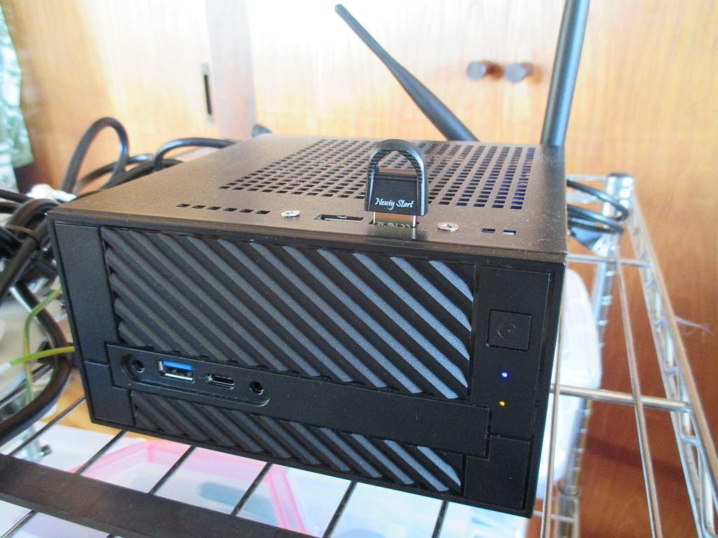 DeskMini 110にBluetoothアダプター
