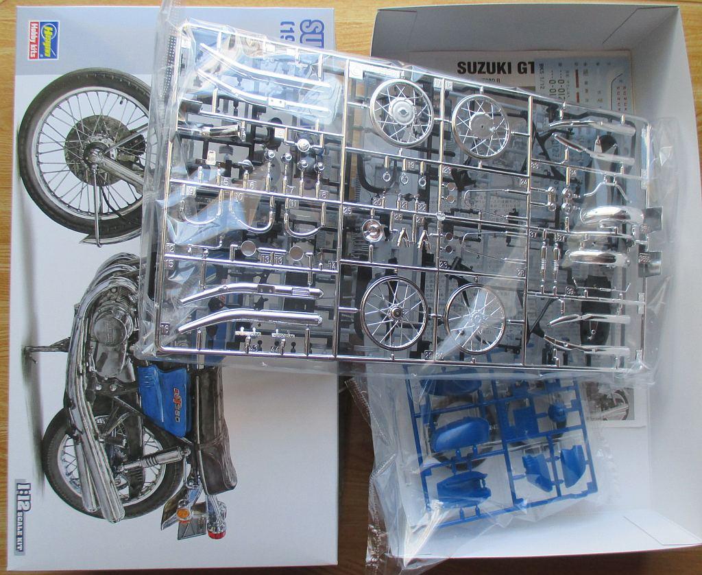ハセガワ 1/12 スズキ GT380 キット構成