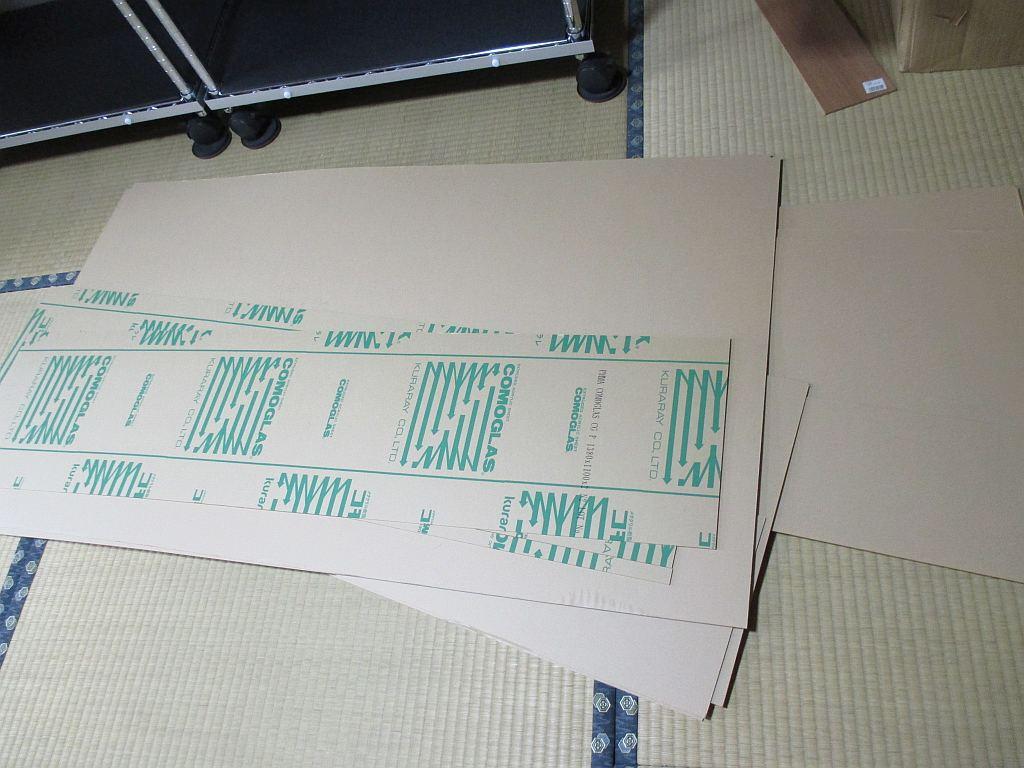 模型飾り棚の工作・アクリル板