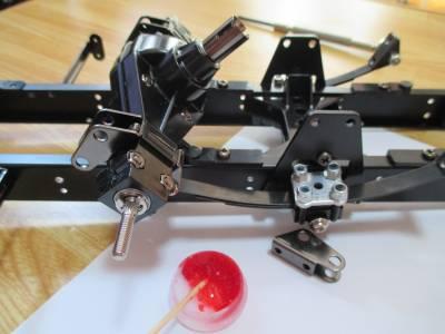 スカニア R620 リヤアクスルAをフレームに取り付け