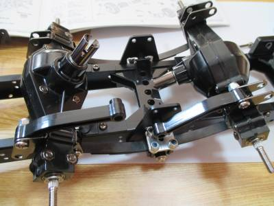 スカニア R620 リヤアクスルをフレームに取り付け完了