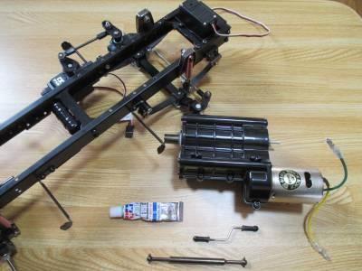 スカニア R620 ギヤボックスの取り付け関連パーツ