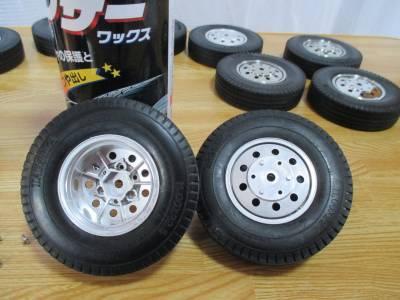 スカニア R620 タイヤの離型剤除去