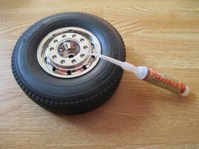 セミトレーラー タイヤとホイールを接着