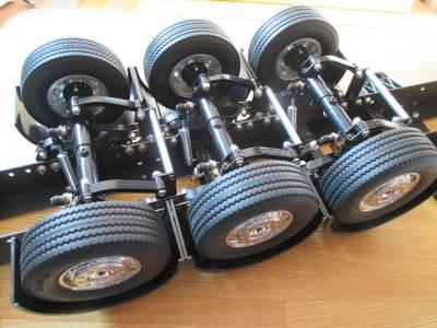 セミトレーラー タイヤ取り付け完了