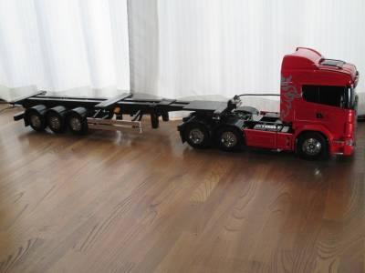 走行可能となったセミトレーラーとスカニアR620
