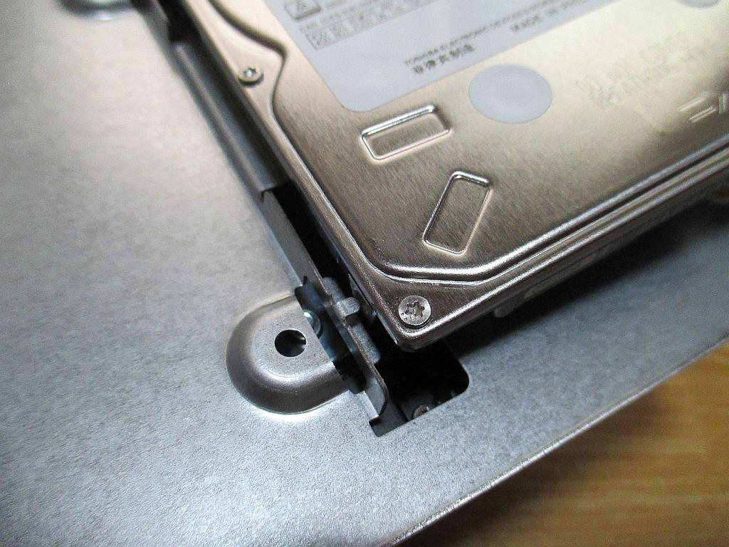 2.5インチHDDの取り付け