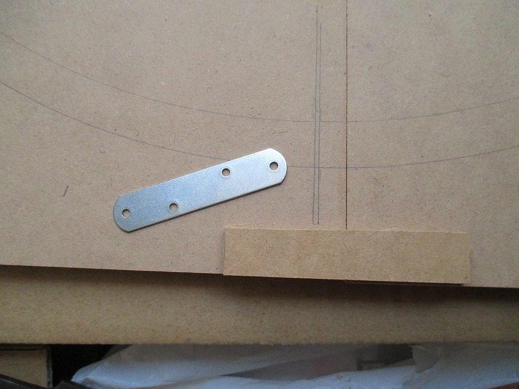 ループ線部のベースは金具で補強