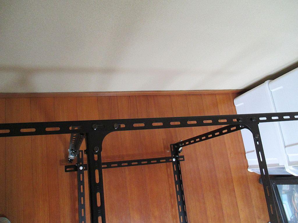 Nゲージレイアウトの台枠・・部屋の通路はわずか