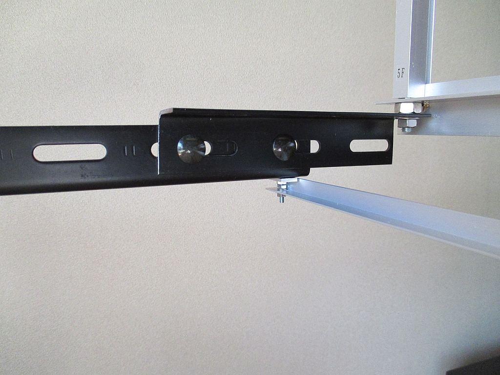 下段のカバーを取り付けるアルミアングル