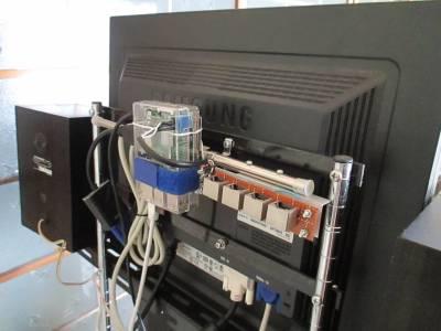 Raspberry Pi3はモニター背面に