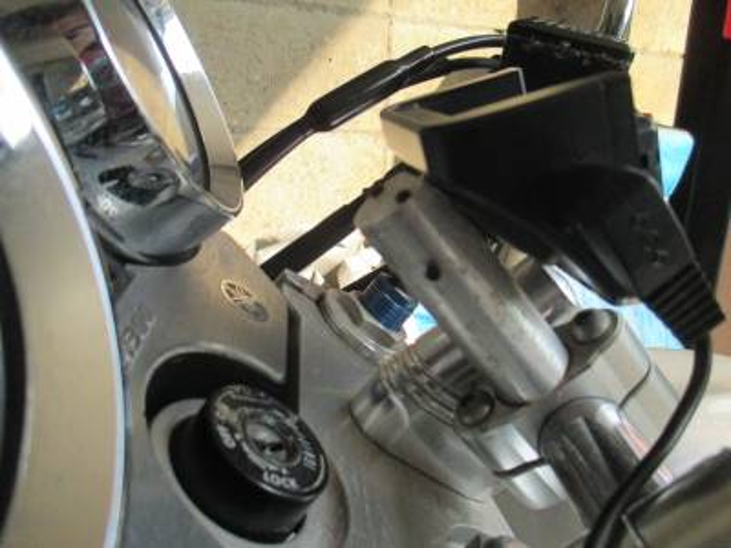 XJR1300に以前取り付けていた自作ナビスタンド