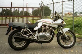 シルバーのGSX1100S カタナ