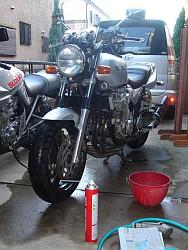 XJR1300 洗車中