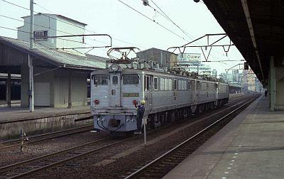 EF30 三連