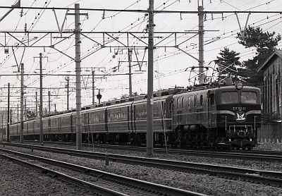 EF58とイベント列車「はと」