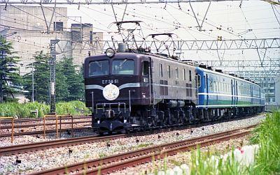 EF58とイベント列車「つばめ」