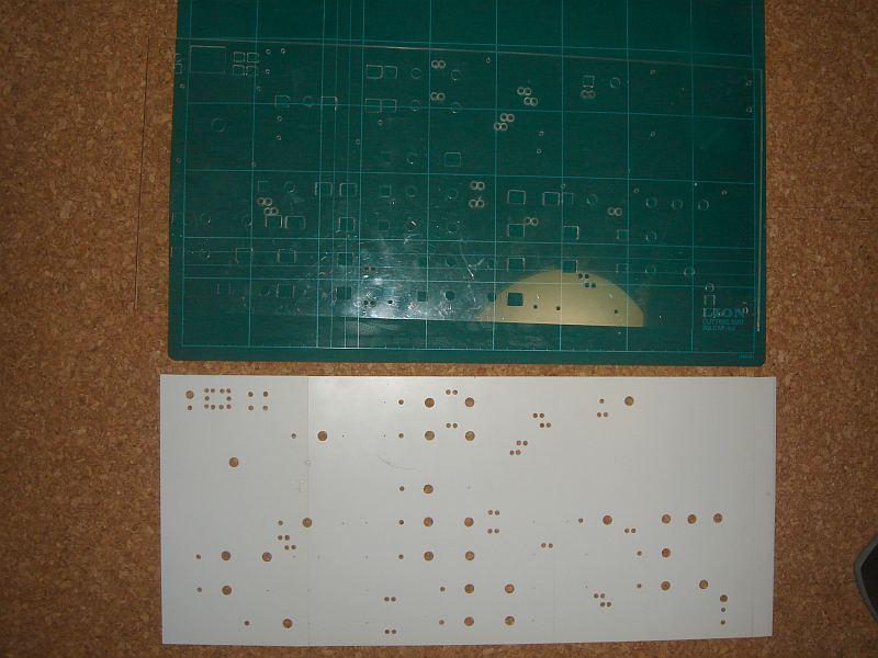 パネルベースのアクリル板と表面のブラ板